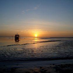 Waddenzee met ondergaande zon